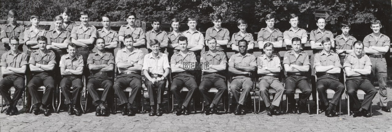 1 Div HQ and Sigs Regt, LAD (1 Division Headquarters and Signals Regiment Light Aid Detachment)